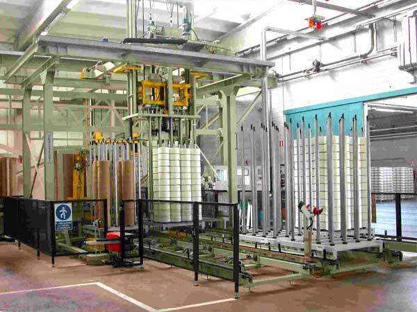 Impianto per la gestione automatica delle rocche di filato greggio tinto in tintoria